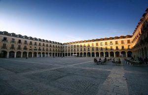 1200px-plaza_mayor_de_ocancc83a-696x447